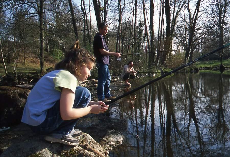 Gîte de 12 personnes en Creuse - Pêche en famille