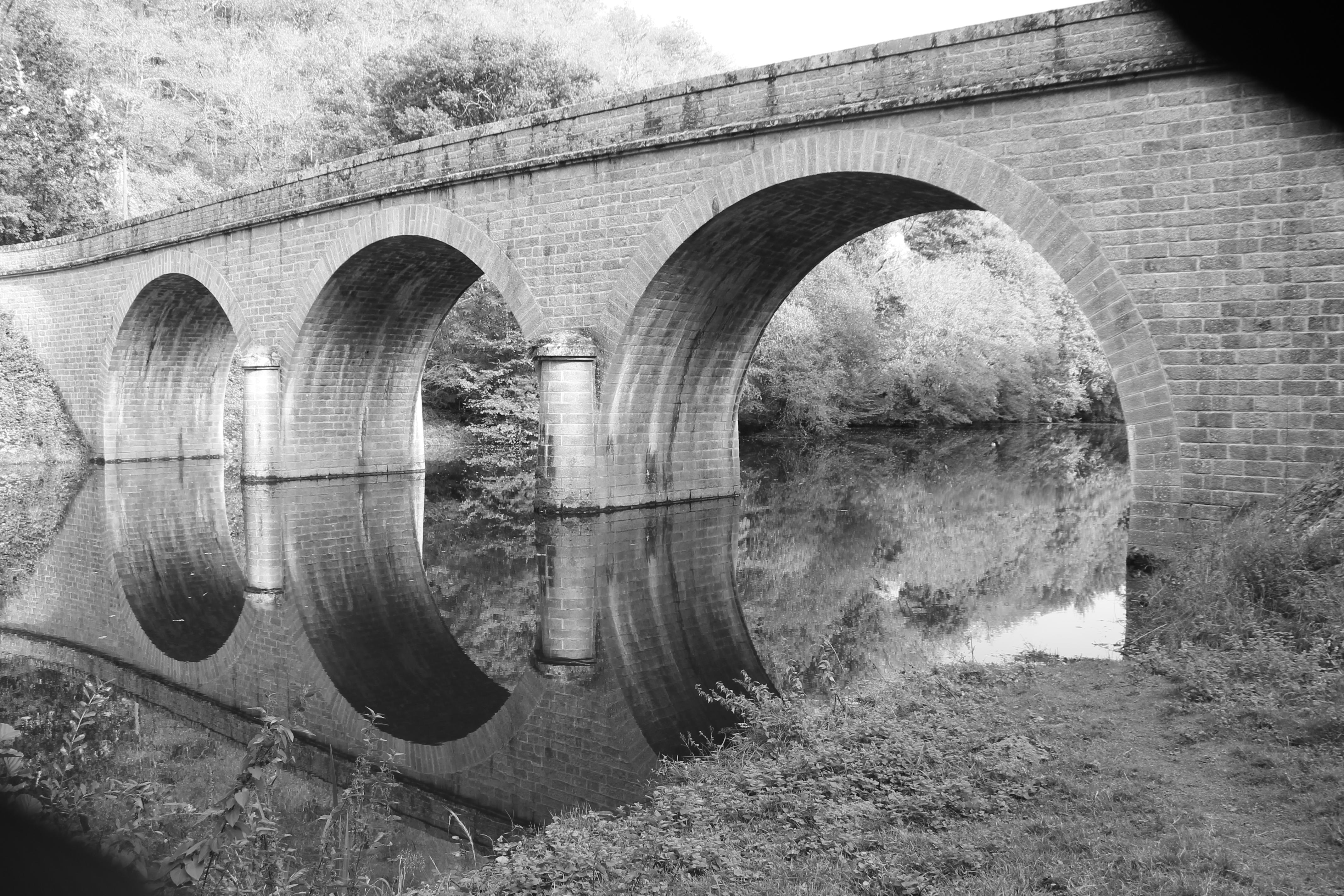 Gîte de 12 personnes en Creuse - Pont du bourg d'Hem